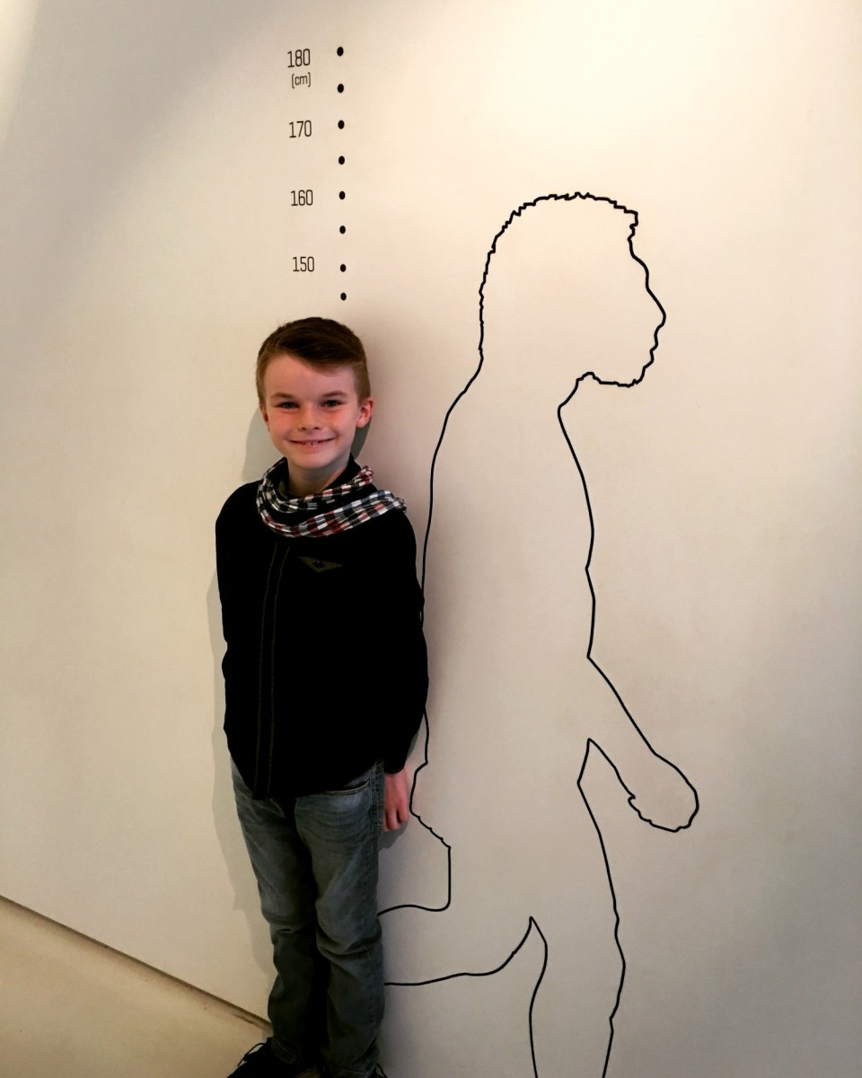 Prehistory Kids Dordogne - How tall am I compared to a Neanderthal?