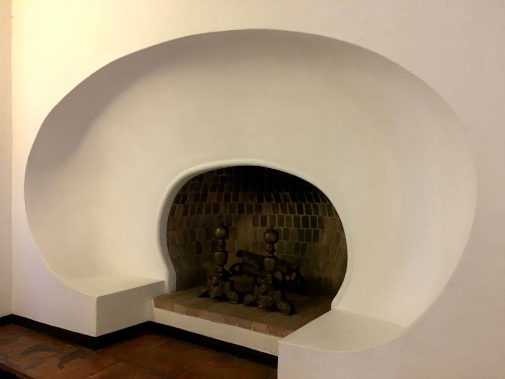 Oval fireplace, Gala's Castle in Pubol